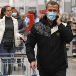 Страх повторного локдауна: треть россиян запасается продуктами