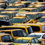Уехали и не вернулись: почему в Москве подорожало такси