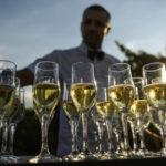 Минсельхоз предложил вернуть на полки магазинов шампанское