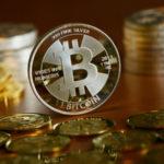 Побег от рисков: почему биткоин растет в цене
