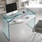 Как выбрать стеклянный стол для офиса?