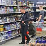 «Мужиков меньше стало»: почему россияне реже пьют водку